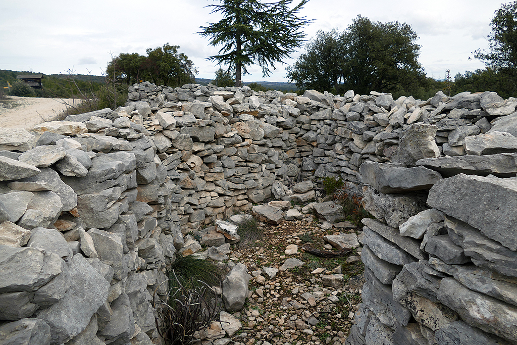Le mur de la Peste Cabane des gardes
